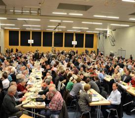 Eine volle Halle und viele Redner, aber keine Rednerinnen